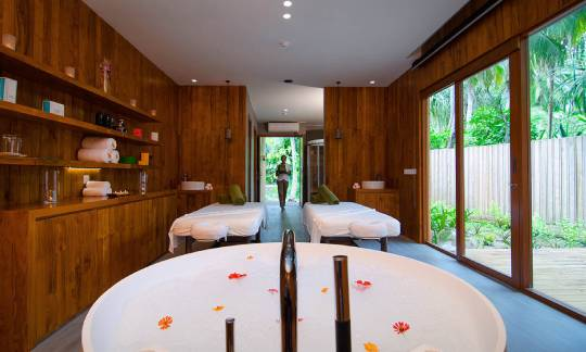 amilla-fushi-spa-room